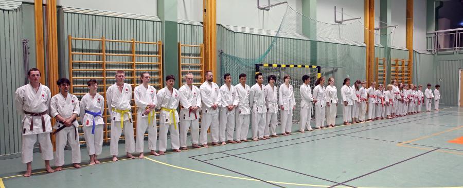 Alla på bilden, utom en, deltog i graderingen.
