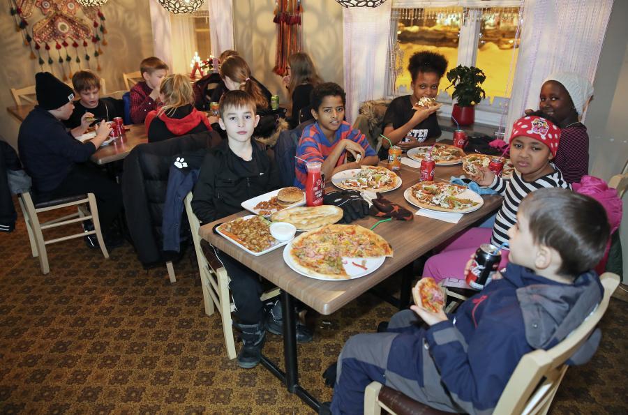 Barngruppen avslutade träningsåret 2017 med att onsdag 27 december gå ut och äta.