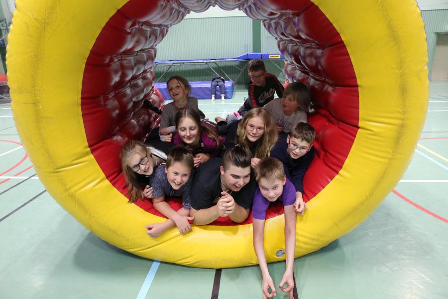 Barnen och ungdomarna i klubben övernattade i sporthallen den 2 november.