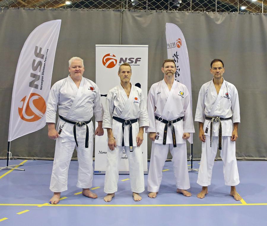 Sylve deltog 27-30 juni i Norges Shotokanförbunds (NSF) Summercamp i Fredrikstad, Norge. På bilden syns Sylve tillsammans med instruktörerna, f.v. Adian Trimble, 8 dan, Sylve, Richard Amos, 7 dan, och Matt Price, 6 dan.