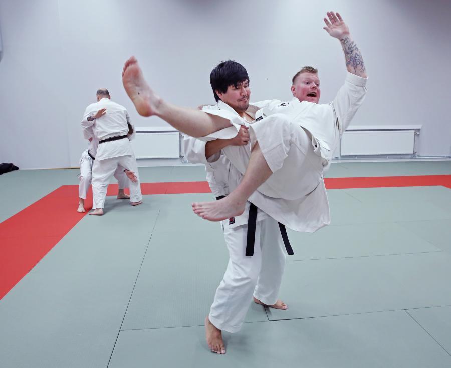 Helgen 2-3 november var det blandad träning på ett läger i Umeå. Det var Kuniba Ryu karate, goshindo (självförsvar), kobudo (vapen) och iaido (svärd).