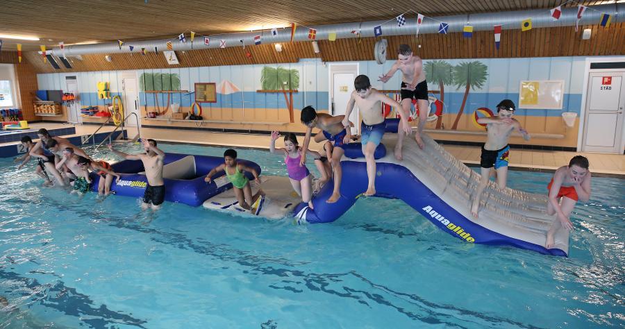 Klubben har haft en klubbdag på simhallen, med bad och fika.