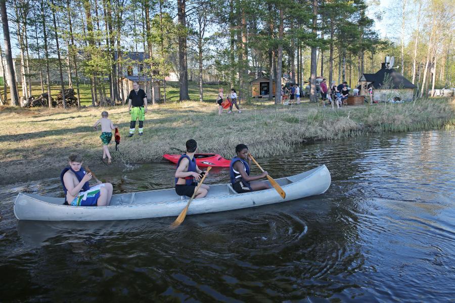 Klubben har haft terminsavslutning med fika, kanoting, trampbåt och bad.